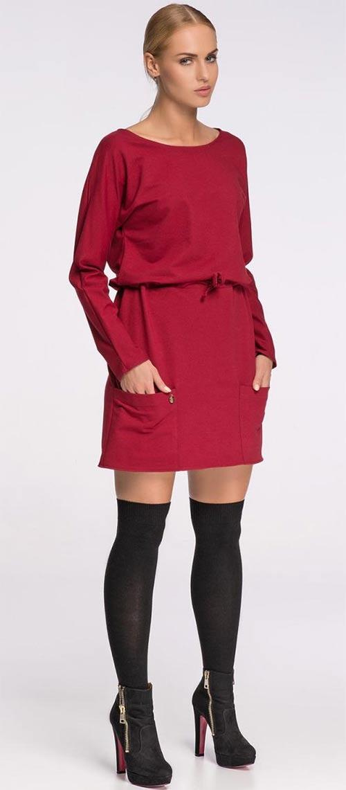 Červené šaty sportovního střihu