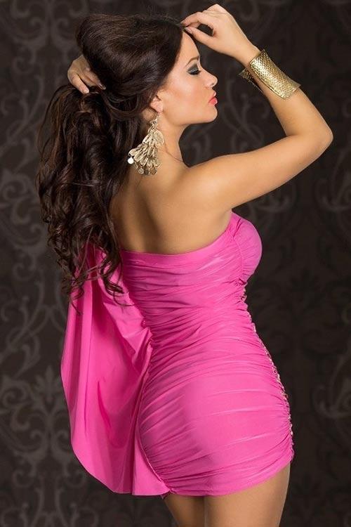 Růžové šaty na svatbu jako host
