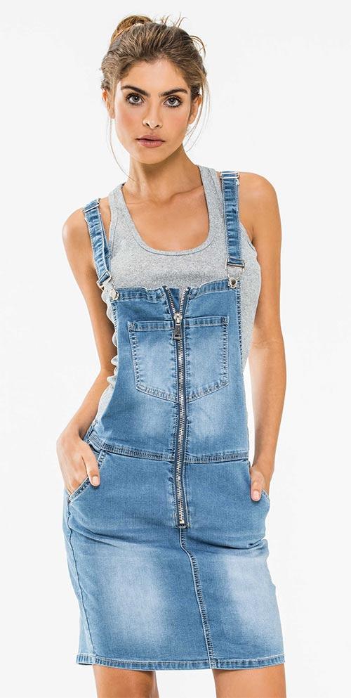 Sexy džínové dámské šaty – lacláče se sedmi kapsami