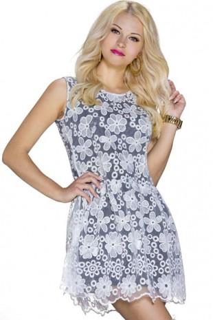 Černé krátké letní šaty s horní vrstvou z bílé krajky