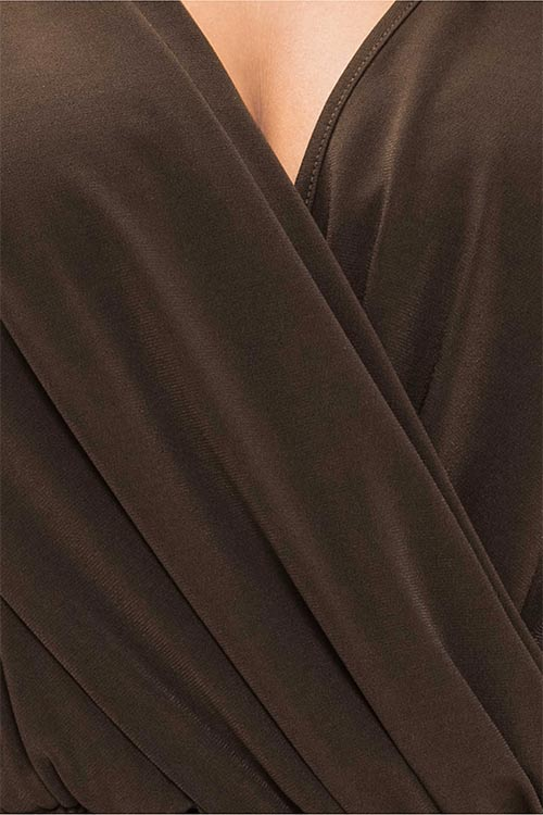 Hnědé společenské šaty s nařasením