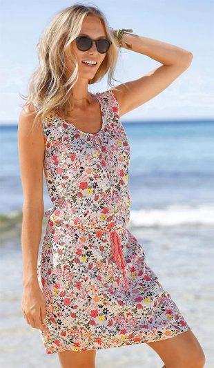 Květinové plážové šaty přes plavky