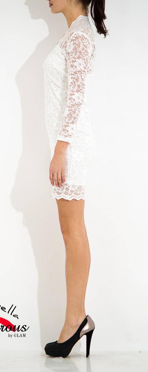Bílé šaty s dlouhým rukávem a krajkou