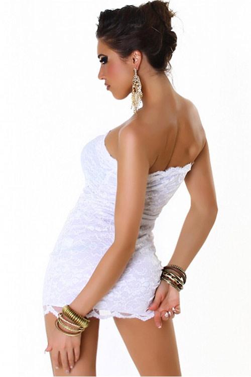Bílé letní krajkové minišaty nad prsa