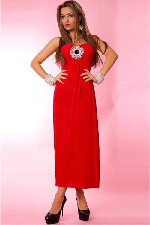 Dlouhé červené šaty nad prsa