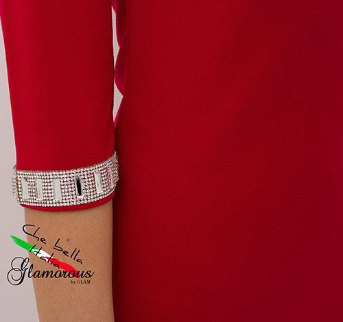 Červené minišaty s kamínky na rukávu