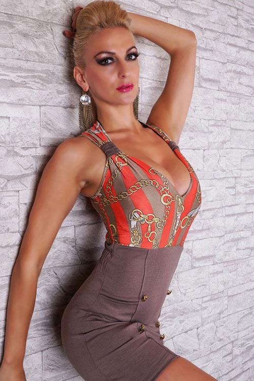 Módní hnědo korálové krátké dámské business šaty