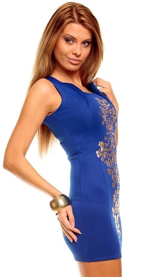 Plesové šaty s hranatým výstřihem