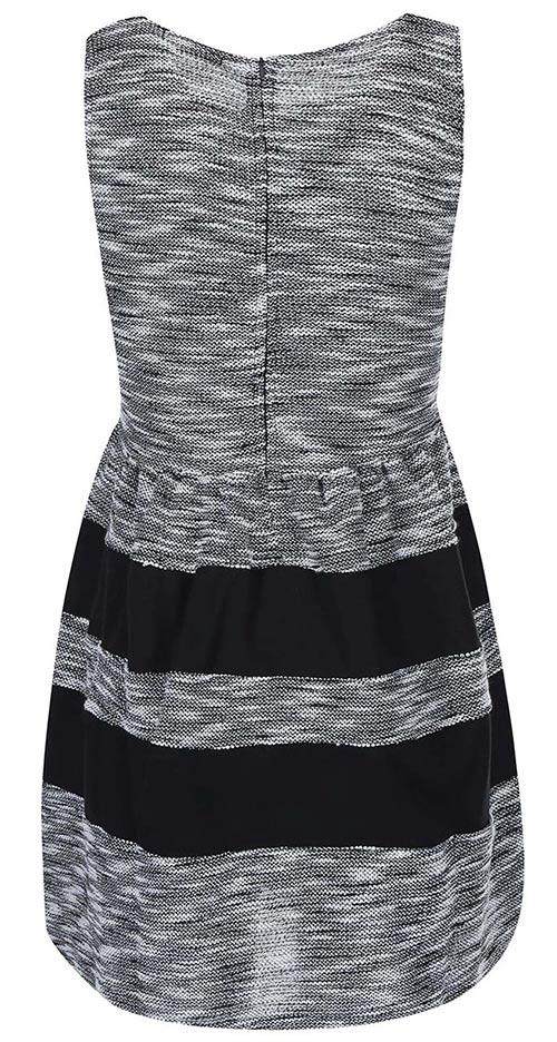 Šedé šaty s černými pruhy