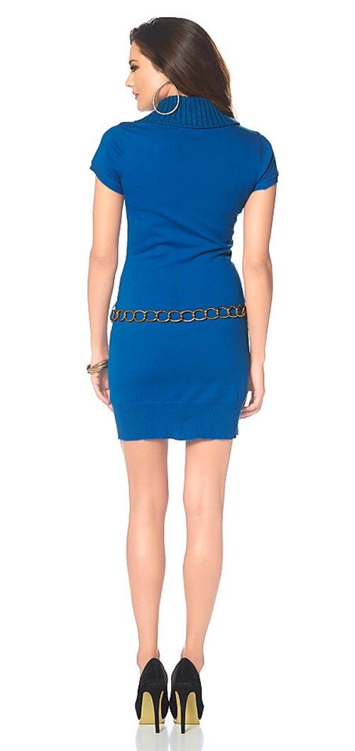 Úpletové modré šaty se zlatým opaskem