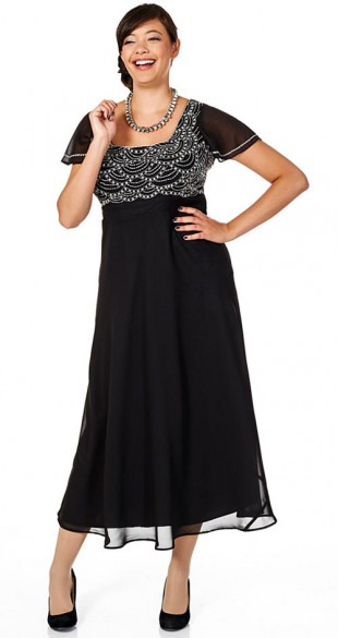Černé večerní šaty velkých velikostí zdobené perlami