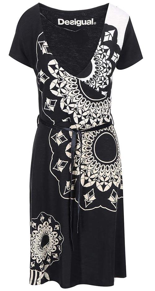Černobílé koktejlové šaty Desigual do společnosti