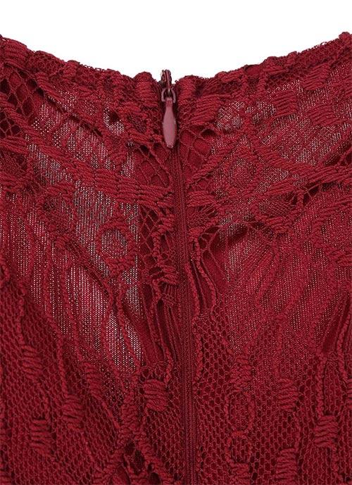 Dámské šaty z červené krajky