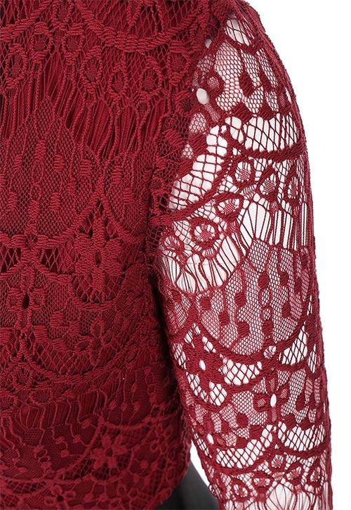 Šaty z krajky s dlouhými rukávy