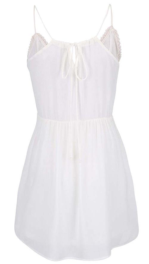 Bílé lehké letní šaty na tenká ramínka