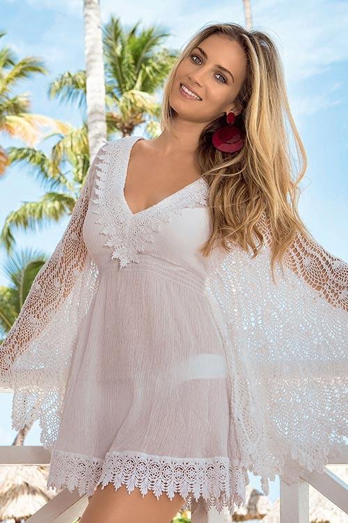 4497dd29f11e Luxusní plážové šaty s háčkovanými netopýřími rukávy