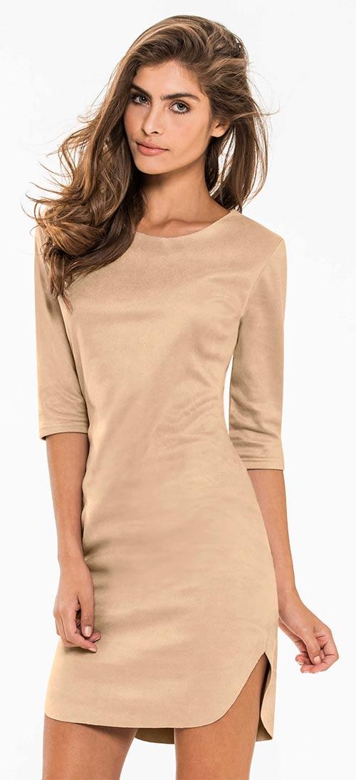 Béžové šaty v imitaci semiše s kulatým výstřihem