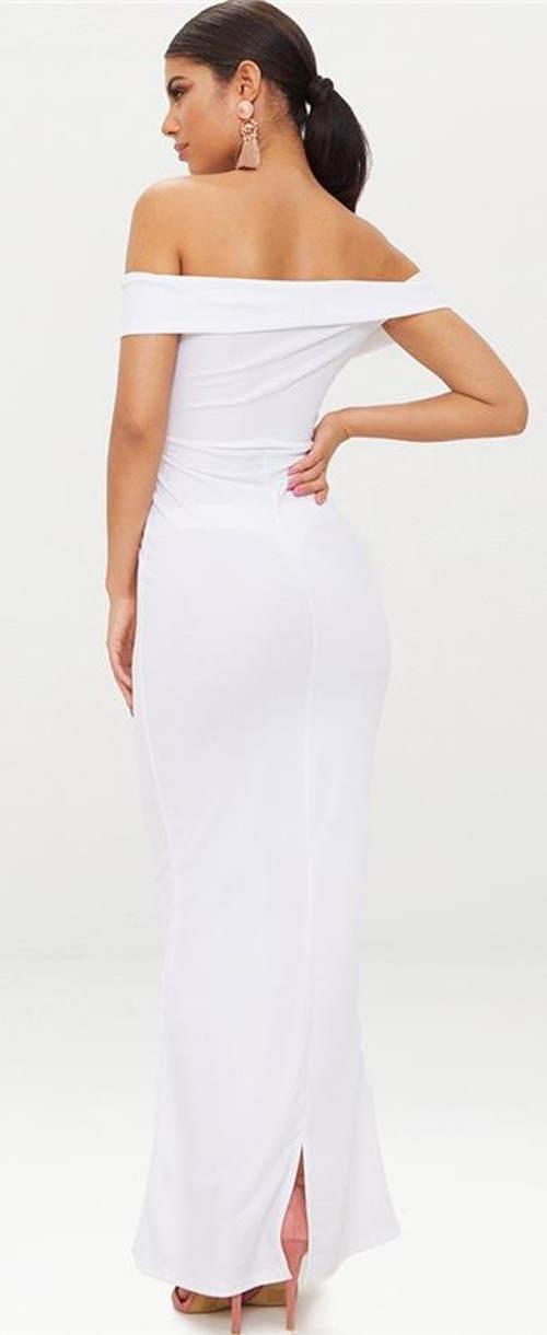Bílé plesové šaty s odhalenými zády