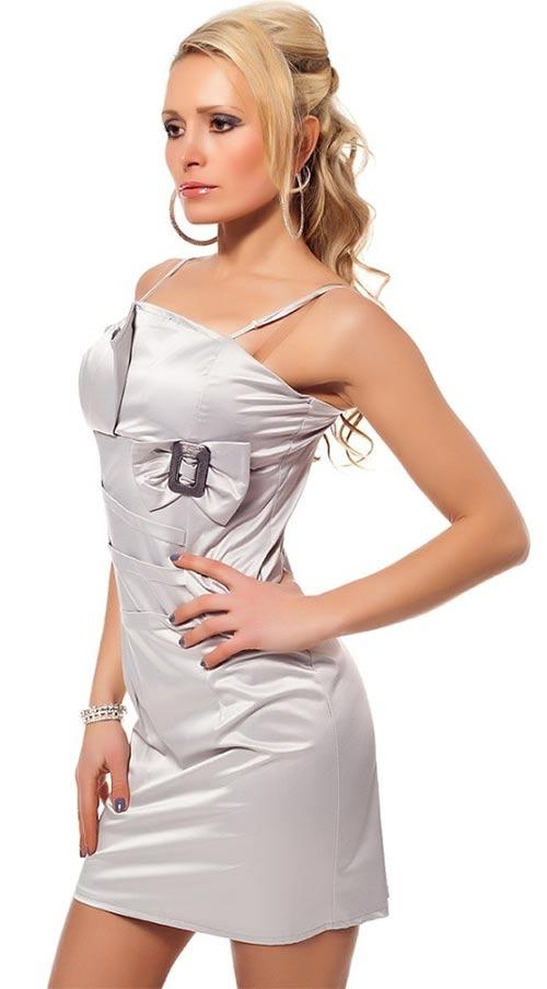 Hladké lesklé plesové šaty