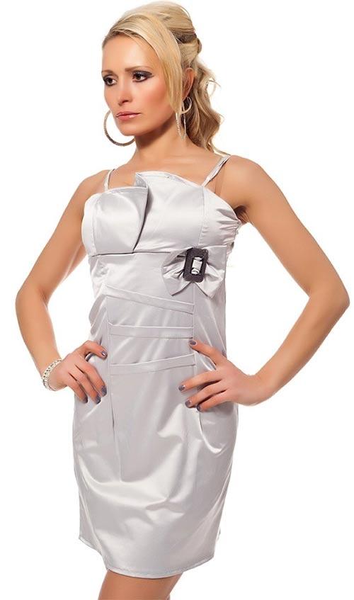 Stříbrné šaty na ples se sponou