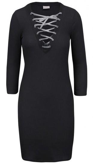 Černé úpletové šaty se šněrováním v dekoltu