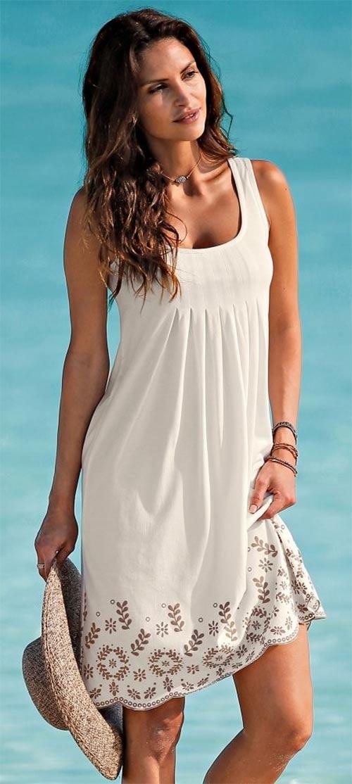 Bílé šaty k moři