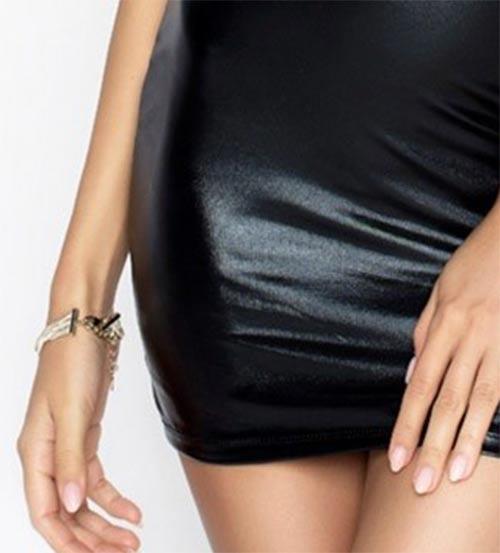 Černé šaty latexového vzhledu