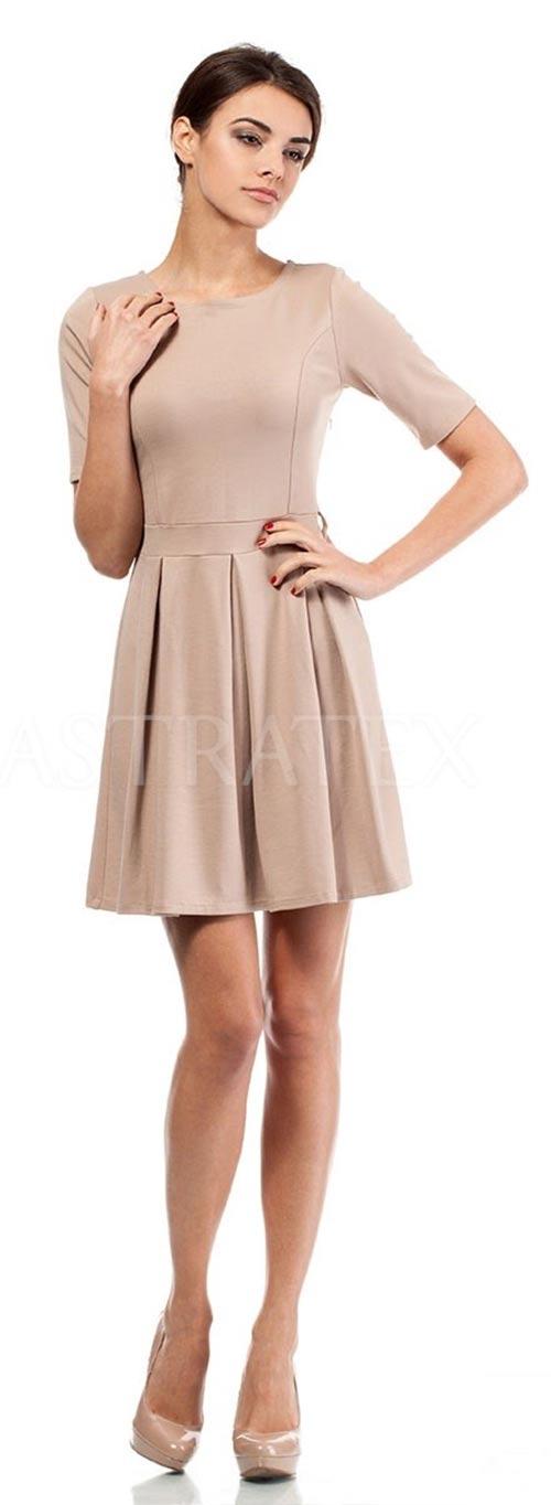 Jednoduché šaty se skládanou sukní