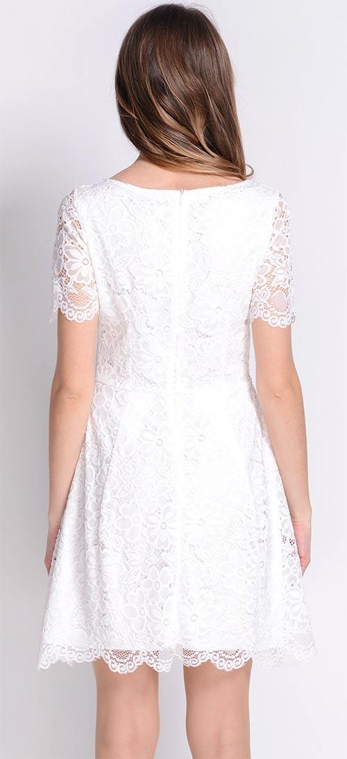 Letní šaty z bílé krajky