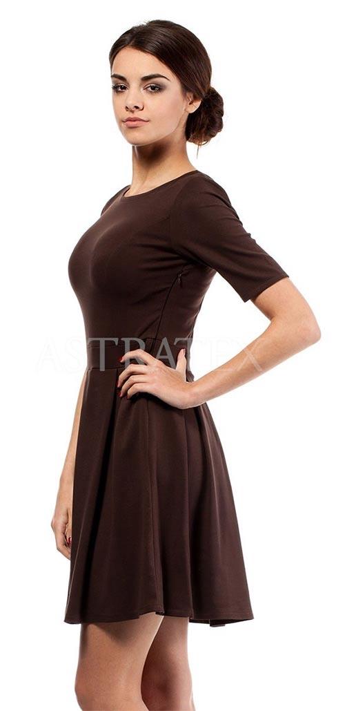 Tmavě hnědé šaty s krátkým rukávem