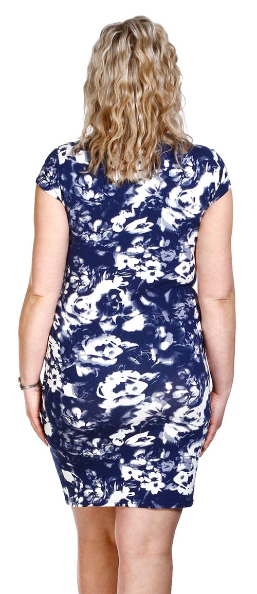 Modré šaty pro plnoštíhlé