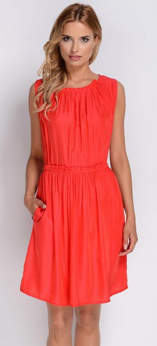 Nařasené bavlněné šaty v trendy barvách