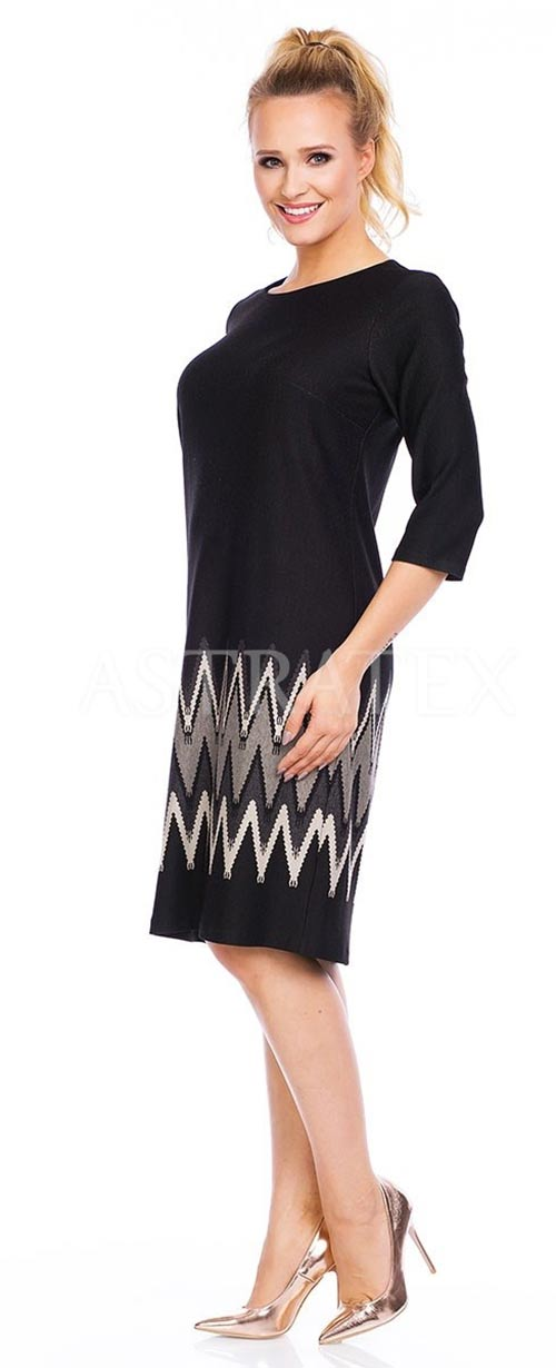 Šaty s geometrickými vzory na sukni