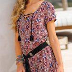 Slušivé dámské šaty s barevným potiskem