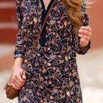 Vzdušné šaty s potiskem a knoflíčkovou légou