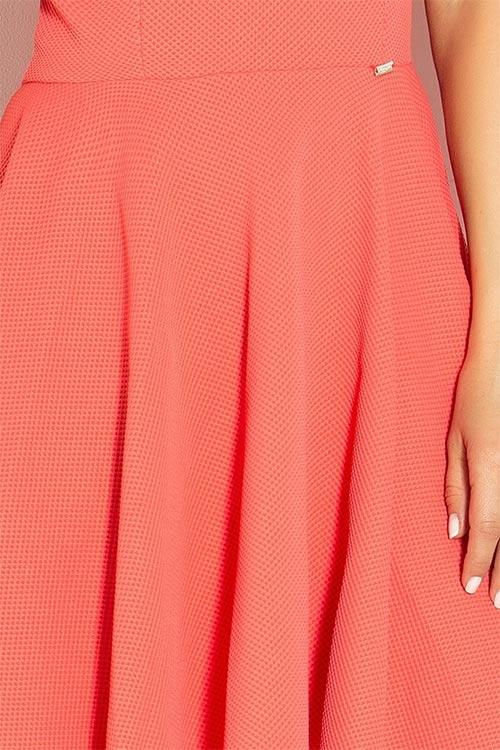 Dámské šaty se skládanou sukní