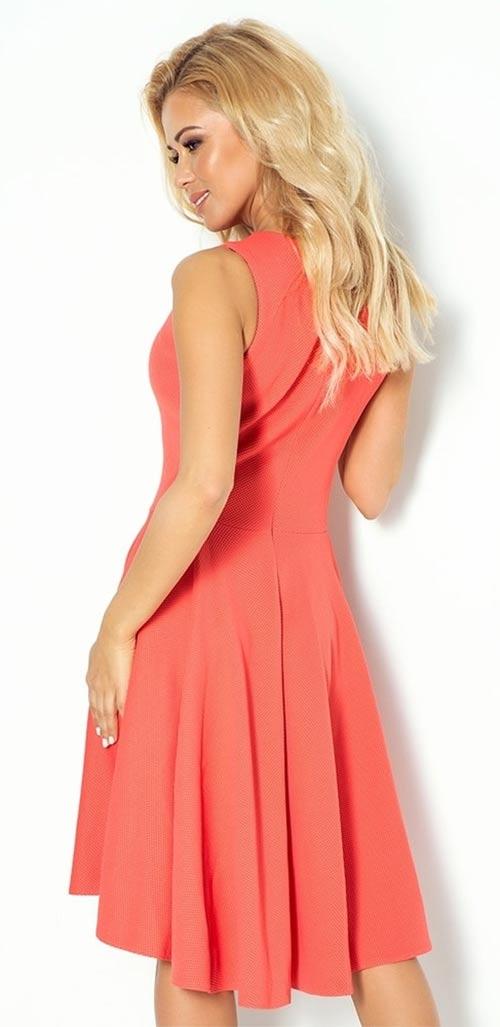 67973e3c6895 Asymetrické dámské šaty bez rukávů. Korálové společenské šaty
