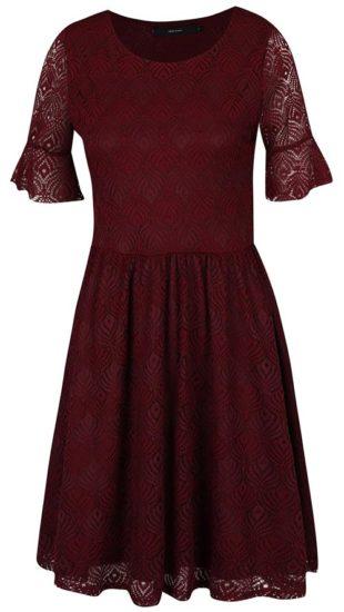 Vínové krajkové šaty áčkového střihu