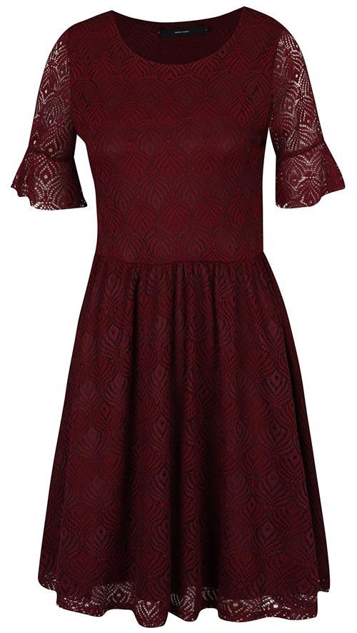 2f4403a5cf23 Vínové krajkové šaty áčkového střihu