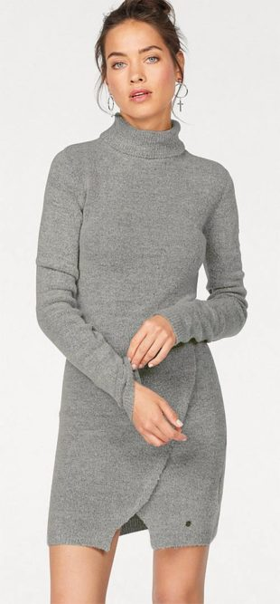 Pletené svetrové šaty s roláčkem