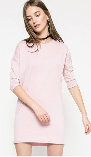 Volný model šatů s dlouhým rukávem