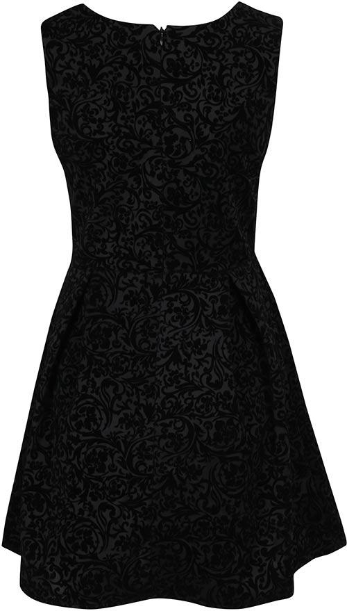 Plesové šaty s širší sukní
