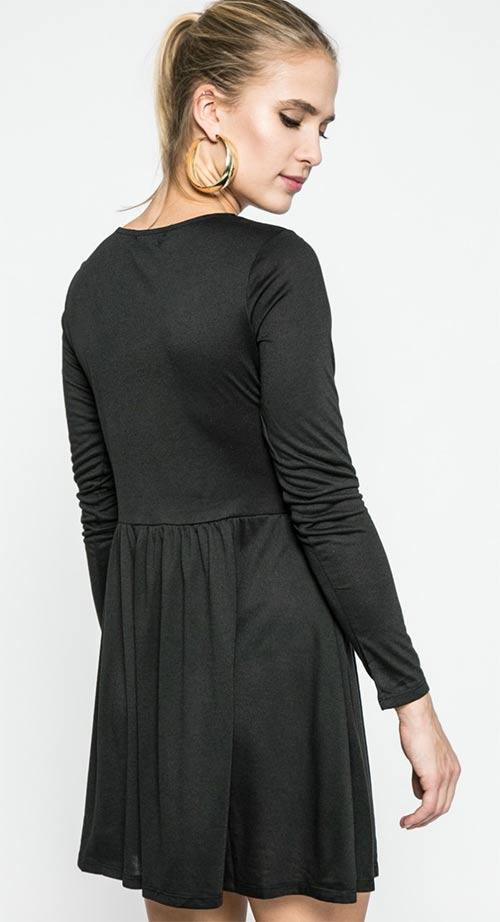 Černé šaty s dlouhým rukávem
