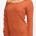 Cihlové svetrové šaty s odhaleným ramenem