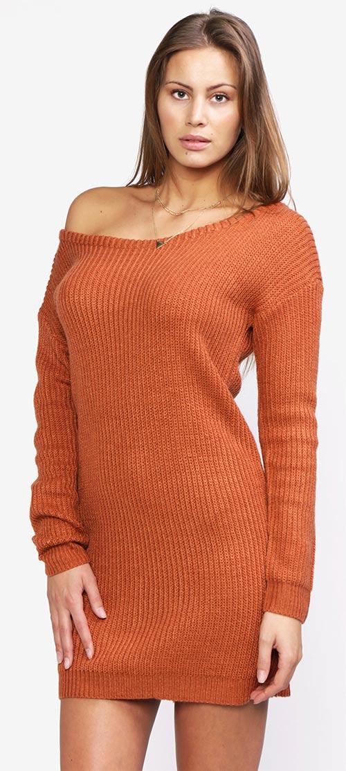 47541c1f6136 Cihlové svetrové šaty s odhaleným ramenem