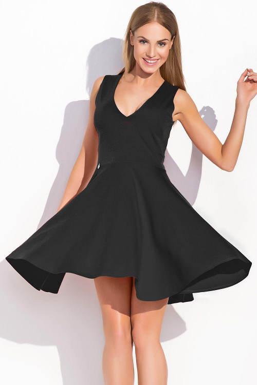 Černé šaty se širokou sukní