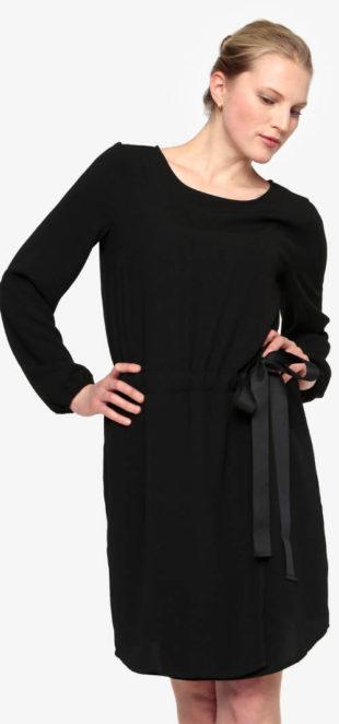 Černé šaty se stahováním v pase