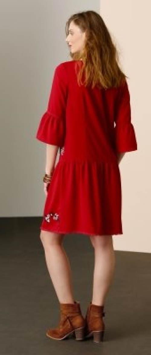Červené šaty s volánovými rukávy