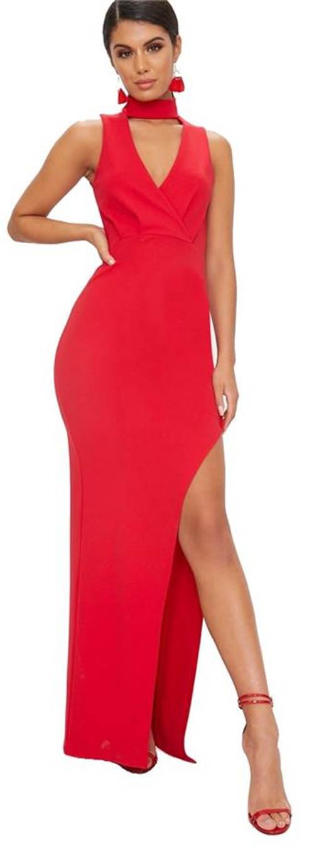Červené úplé šaty ke krku s vysokým rozparkem
