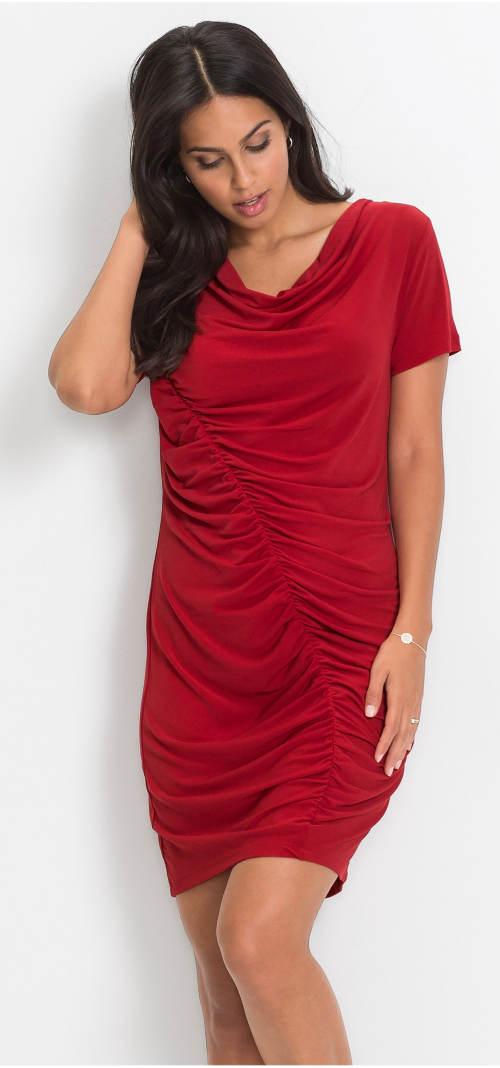 Moderní šaty s výrazným postranním řasením